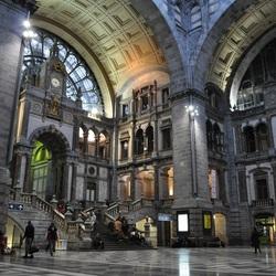 Het stationsgebouw van Antwerpen Centraal.