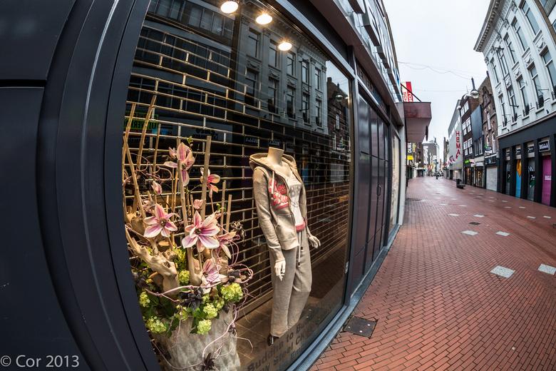 Mode - Etalage<br /> op een vroege morgen maar eens door de stad gelopen!<br /> in wat voor categorie moet ik deze foto&#039;s toch zetten ?