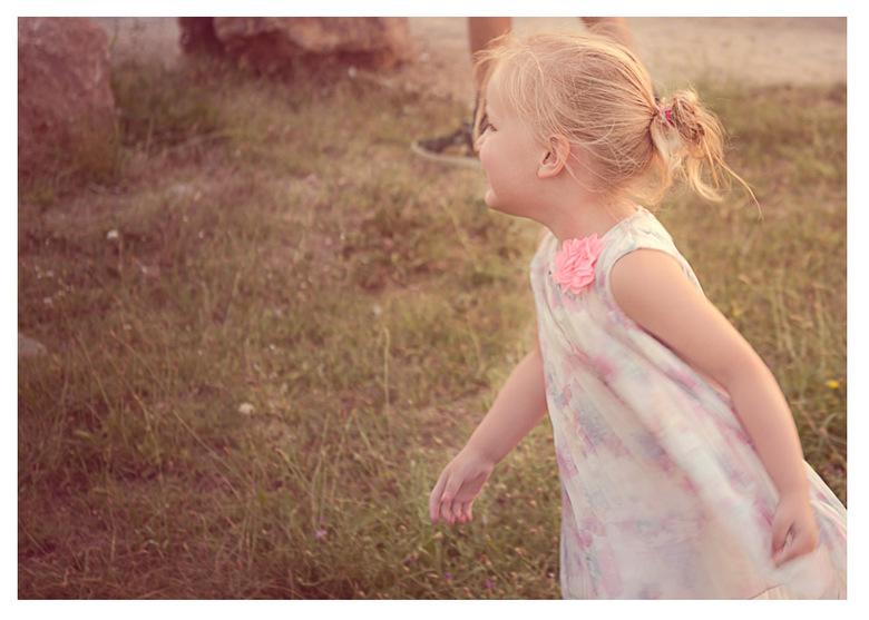 Elle - Al spelend op de foto. Elle.