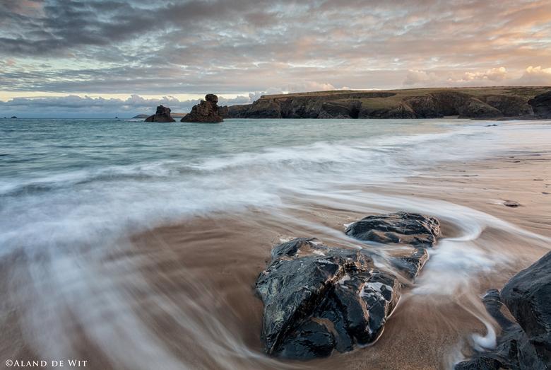 Porthcothan Bay Sunrise - Gemaakt op het strand van Porthcothan Bay, Corwall, UK. De zon kwam achter mij op. Continue met een oog omhoog kijkend om de