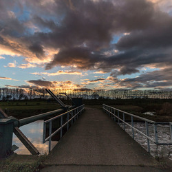 Wolken - rivier de Aa Veghel