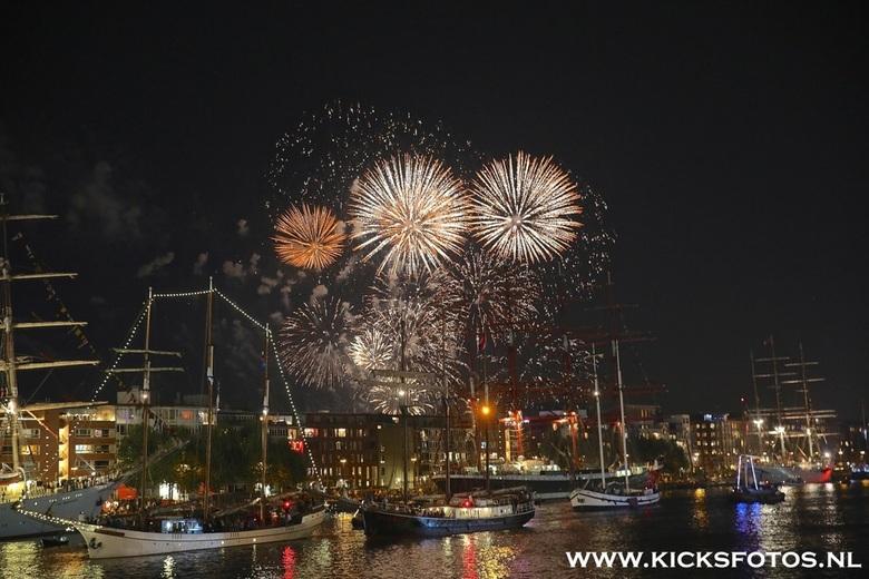 Dag afsluiting  - Aan ieder einde dan een Sail dag word er een groot vuurwerk afgeschoten dit is goed te zijn van af de IJhaven in Amsterdam en veel k