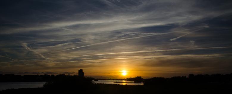 Big skies - Zonsondergang gemaakt bij Kampen (tegenover station). Aan het einde van de zomer, wat een fijne plek om foto's te maken.