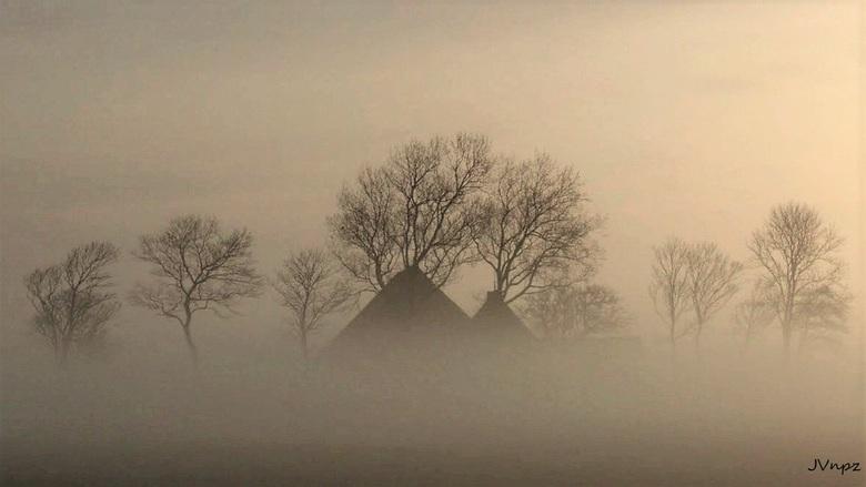 huisje in de mist -