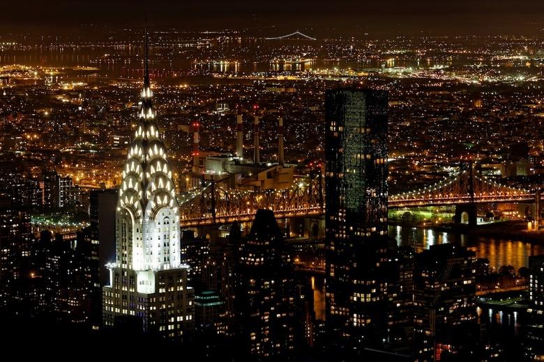 Nacht in New York - Deel van de stad, genomen vanaf The Empire State Building. Op de foto zie je de Chrysler building