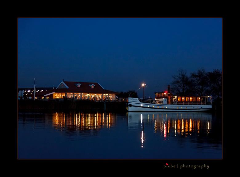 Party-boot - Vrijdagavond 30-09-2011 nog even op pad geweest voor een zonsondergang. Ik heb een aantal fraaie foto's kunnen maken. Het was al ron
