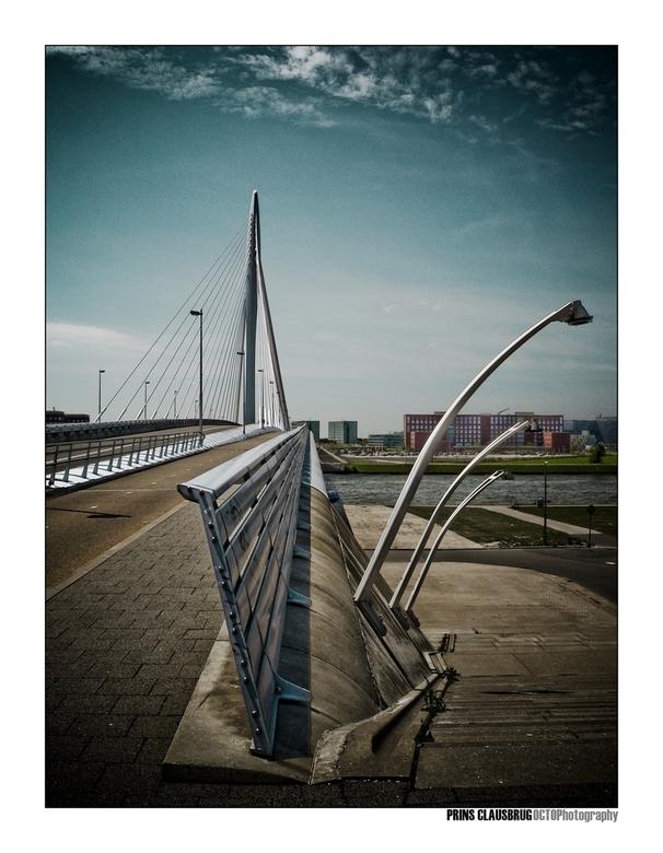 Prins Clausbrug - Gisteren heb ik deze mooie brug maar weer eens gefotografeerd, met dit als resultaat.