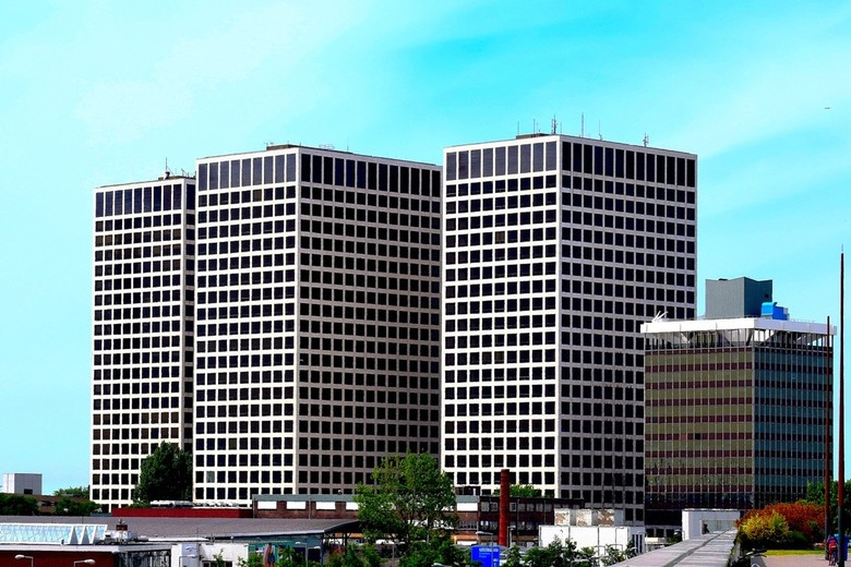Kantoorgebouwen Marconiplein, Rotterdam - Kantoorgebouwen aan het Marconiplein in Rotterdam, genomen vanaf stadspark op dak winkelcentrum Vierhavenstr