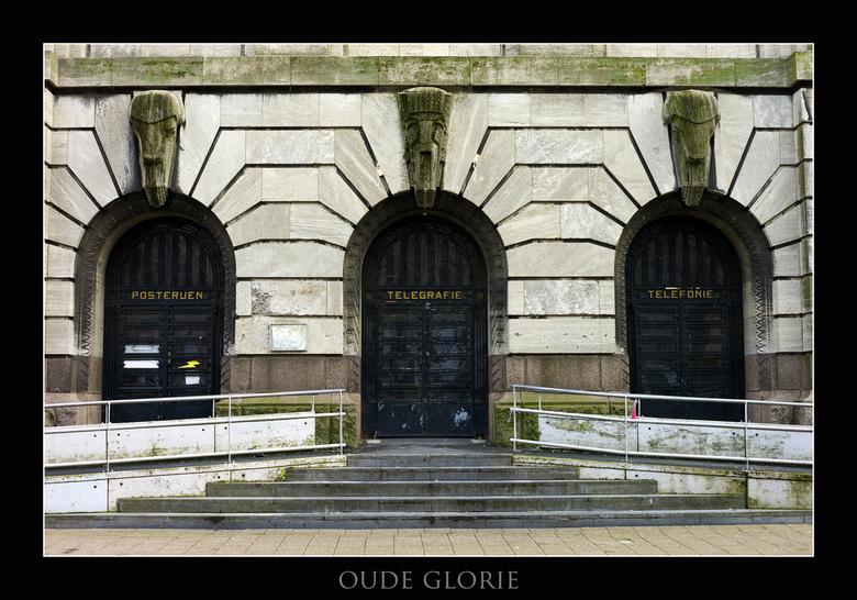 Oude glorie - Gemaakt 28-01-2012 op de coolsingel in Rotterdam van het oude postkantoor
