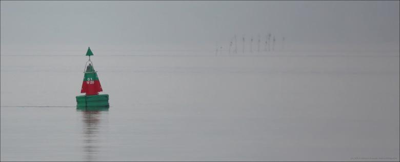 Boeiend - Den Oever, zelden windstil maar gisteren wel. Een spiegelglad wateroppervlak en heiige omstandigheden zorgen voor een boeiend schouwspel.<br