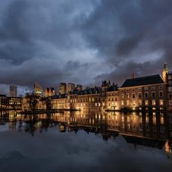 donkere wolken Binnenhof