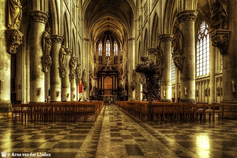 Sint-Romboutskathedraal in Mechelen - De ruim 97 meter hoge toren van de Sint-Romboutskathedraal zie je al van verre. De kathedraal is gewijd aan de I