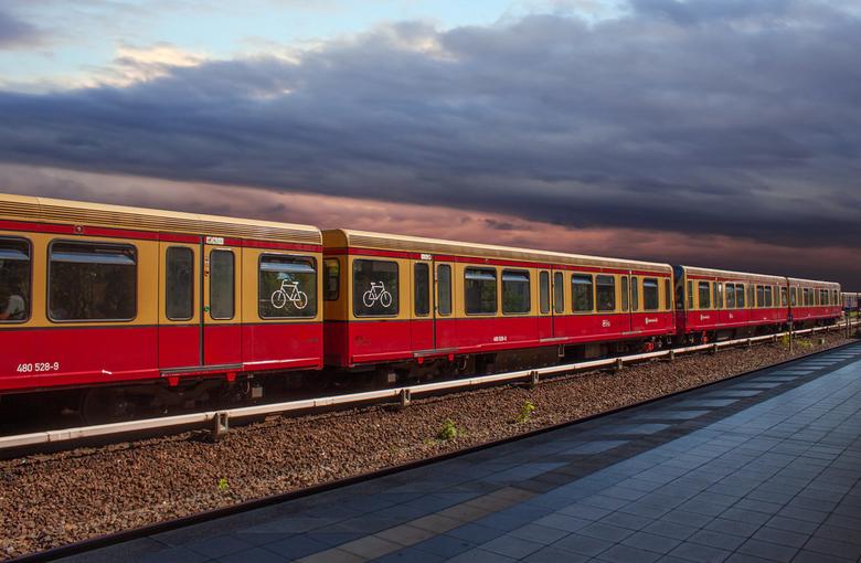 Station Jungfernheide Berlin - Station Jungfernheide Berlijn, met de Ubahn en Sbahn kan je alle richtingen op .....<br /> <br /> Fijn weekend, wij g