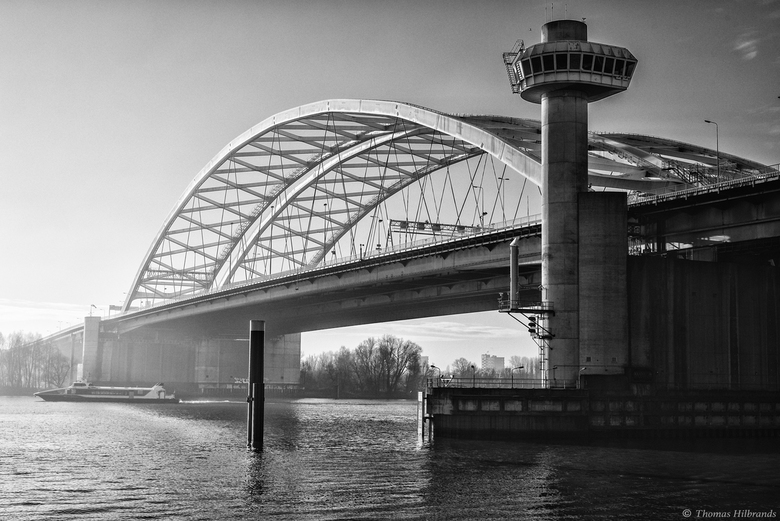 Van Briennenoordbrug - De Van Briennenoordbrug over de Maas van Rotterdam.