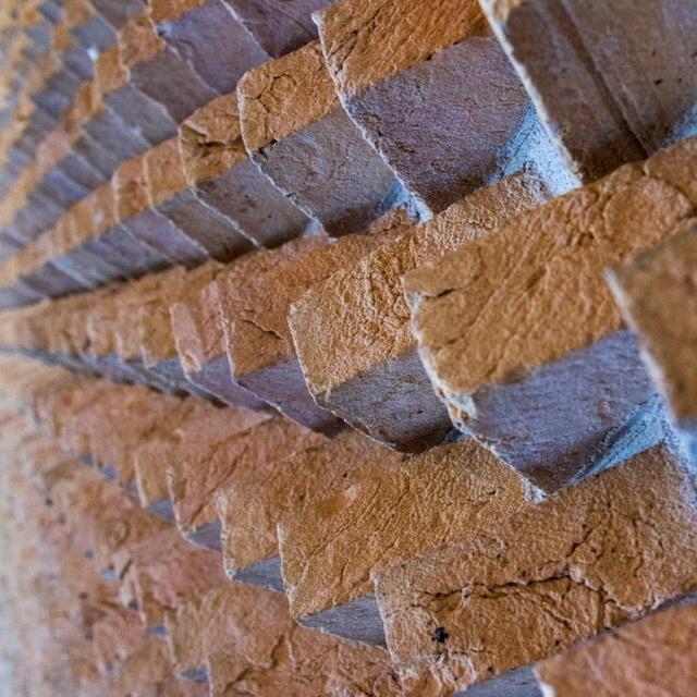 """""""Another brick in the wall"""" - Binnen in het Provinciehuis mochten we ook foto's maken. Leuk om te zoeken naar net dat andere beeld...."""