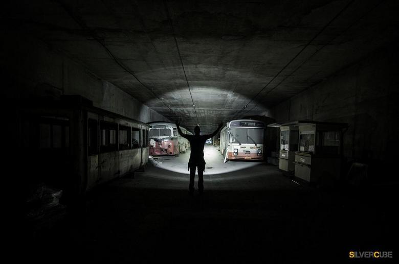 Exploring the Ghost bustunnel - Gemaakt tijdens het exploren van deze tunnel, die vol staat met oude roestige bussen! voor meer zie mijn website of op