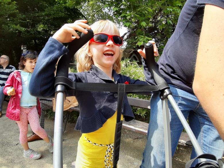 Kindervreugd - Antwerpen Zoo - Kleurrijke foto van mijn nichtje Veria in de dierentuin van Antwerpen (prachtige Zoo overigens!!!).