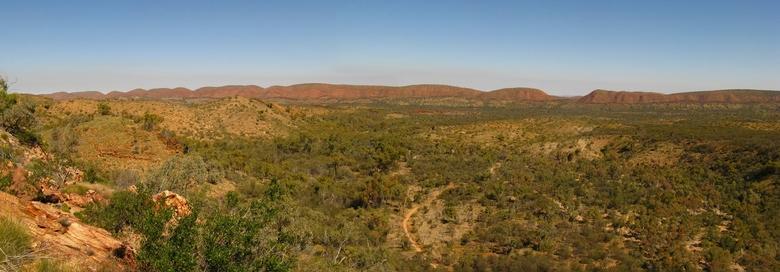 McDonnells Range panorama - 1 van de verrassingen tijdens de reis door Australië in 2010, de West McDonnels Ranges nabij Alice Springs.. prachtige div