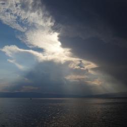 Bewolkt boven het meer van Ohrid, Macedonië
