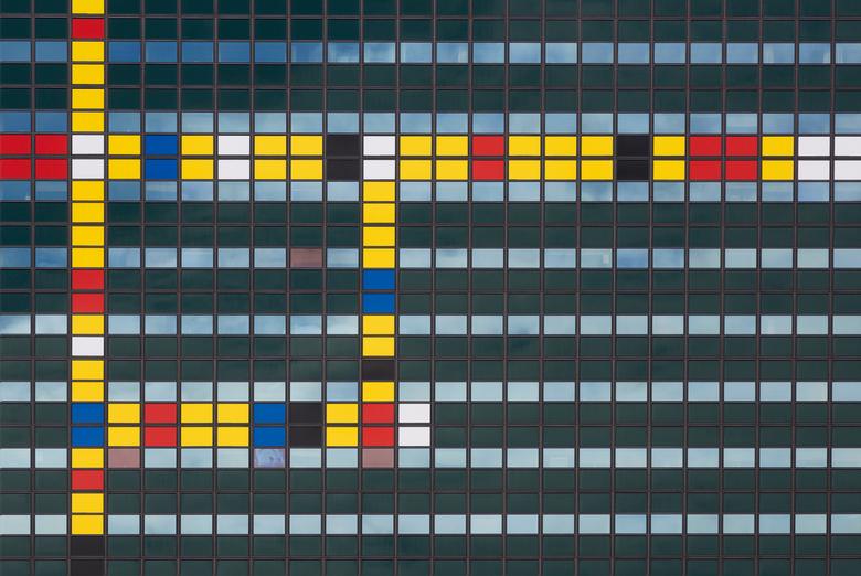 Lines and colors - Abstracte opname in Den Haag vanwege het &quot;feest &quot;.......wat ze er daar van maken.......ook voor fotografen......  <img  s