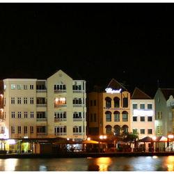 Willemstad (Punda) bij nacht