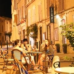 La rue dans la nuit d'été