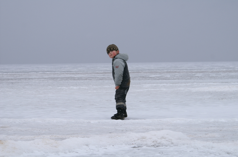 bevroren meer zweden - prachtig mooi bevroren meer in zweden.