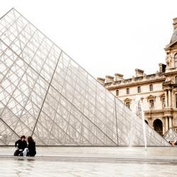 Pyramide bij het Louvre