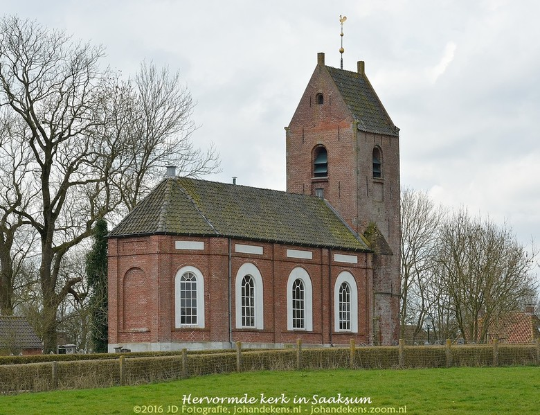 Hervormde kerk in Saaksum - Het wierdedorp Saaksum is gelegen in het Humsterland. Dit gebied werd (samen met het gebied Middag) vanaf de twaalfde eeuw