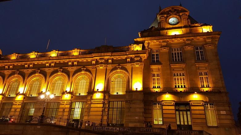 Treinstation bij nacht -