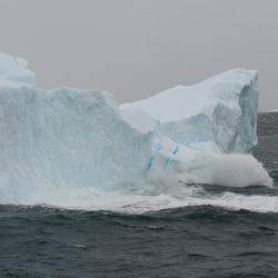 IJsberg breekt af