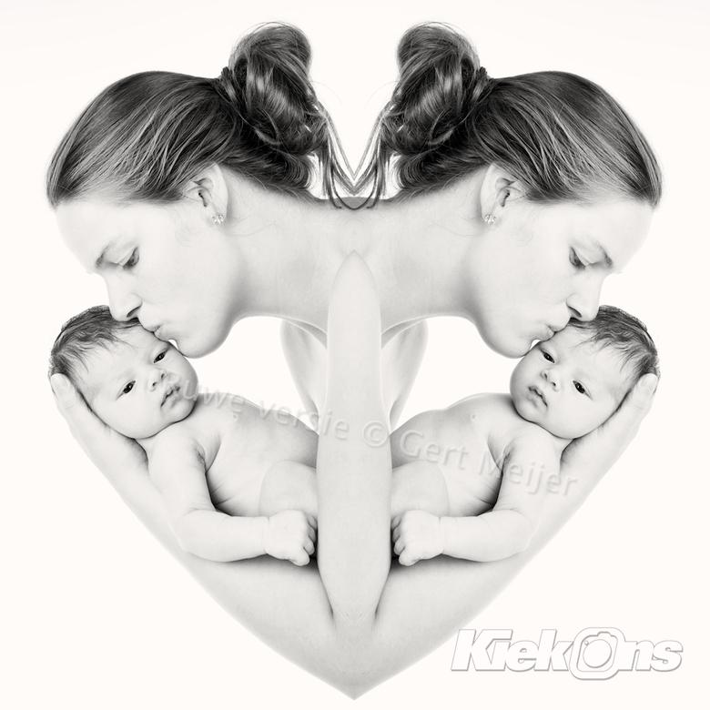 Moederliefde ... - Moeder met haar 9 dagen oude dochter