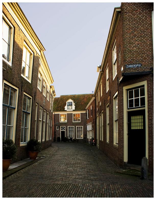Bocht - Enkhuizen - En dit is een foto van de straatkant van 't Spui.