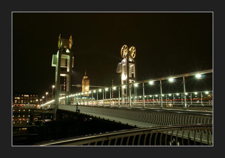 Stadsbrug at night - De eerste foto met me nieuwe camera Sony A200.<br /> <br /> S&#039;avonds laat nog even snel een paar foto&#039;s nemen van onz