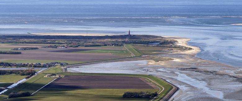 Texel Noordoostpunt - Noordelijk deel van Texel, met het plaatsje De Cocksdorp, de Eierlandse Duinen en de vuurtoren zelf.