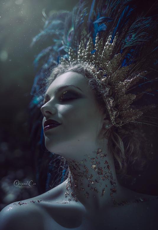 What I Once Dreamed - Model: Marleen<br /> Muah: Kaja Dobroń<br /> Headpiece: Pioro Blue<br /> Dress: Rosalie Boonstra<br /> Assistents: Rosa Diem