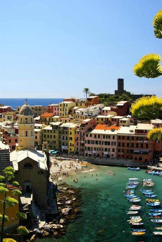 Vernazza - Wie kent het niet? <br /> Stadje aan de &quot;Cinque terre&quot;, aan de Italiaanse kust onder Genua. <br /> <br /> Ik vind aan deze fot