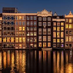 """De """"dansende huizen"""" van Amsterdam"""