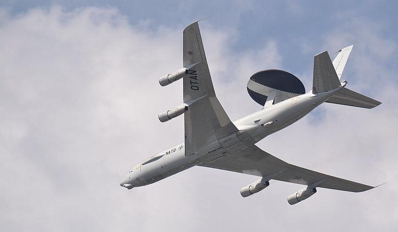 Ook met de feestdagen.... - 365 dagen per jaar waken de AWACS vliegtuigen over onze veiligheid.