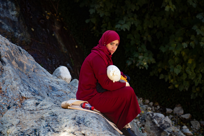 Moeder met kind in Ourika - Ourika-vallei nabij de Marokkaanse stad Marrakesh.