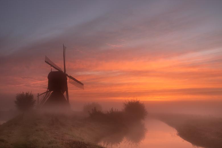 Een Hollandse ochtend - Vanochtend wilde ik alleen vroeg opstaan als er mist was en mooie kleuren bij de zonsopkomst.....<br /> Gelukkig is dat geluk