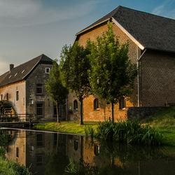Watermolen van Wijlré in warme avond zon.