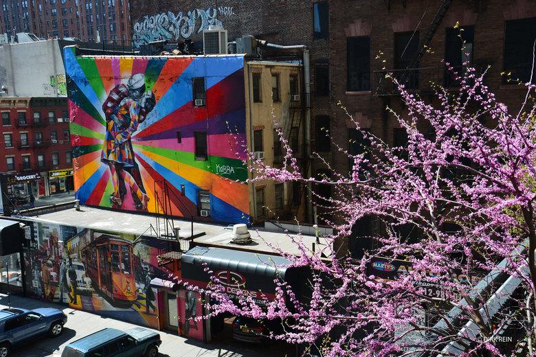 City art - gemaakt in New York vanaf de High Line. De reclame uiting van een body shop / automaterialen handel