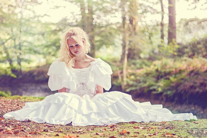 Weddingblues - In de jurk waar haar moeder 22 jaar geleden met haar vader in trouwde.