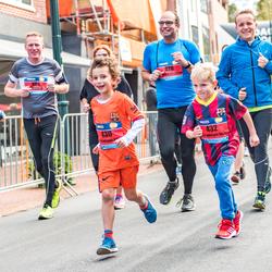Fanatieke hardlopertjes tijdens de 4Mijl van Groningen