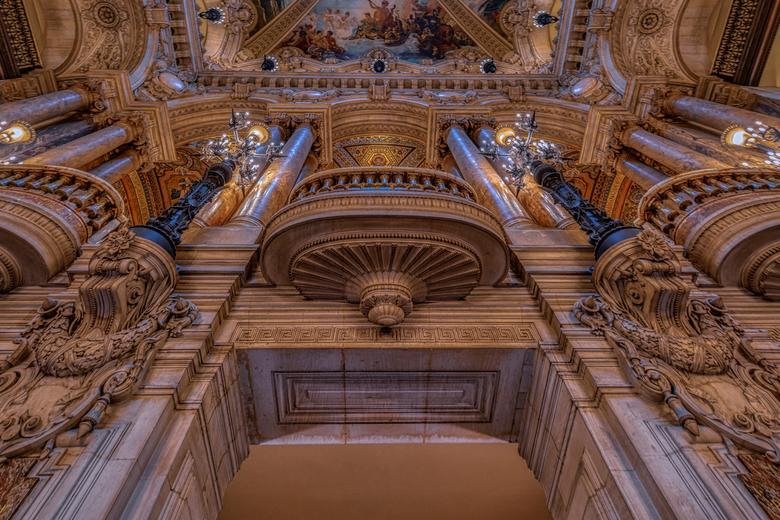 Balkon Paris Garnier Opéra - Als je van architectuur en interieur fotografie houdt, is een rondleiding in de Garnier Opéra in Parijs meer dan de moeit