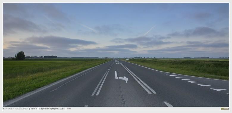 Avond op een noord-friese weg..... - In het noorden van Friesland is het heerlijk rustig.