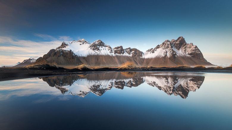 reflectie - vorig jaar November  kon ik in Stokssnes de foto maken die ik reeds lang wou . Ideaal , geen wind ( eerder een zeldzaamheid daar ) , sneeu