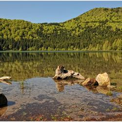 Een meer in centraal Roemenië