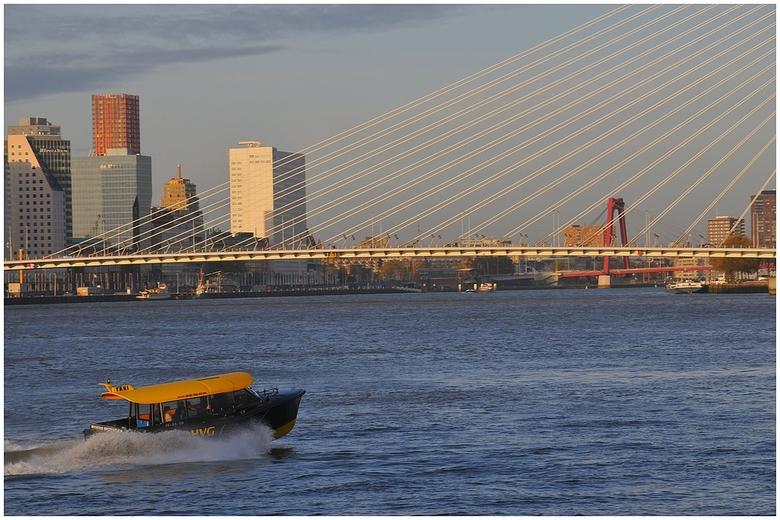 010 in avondlicht - Mijn zo geliefde &#039;Rotjeknor&#039; Rotterdam baadt zich hier in warm avondlicht. Mooier licht is er niet vind ik.<br /> <br /
